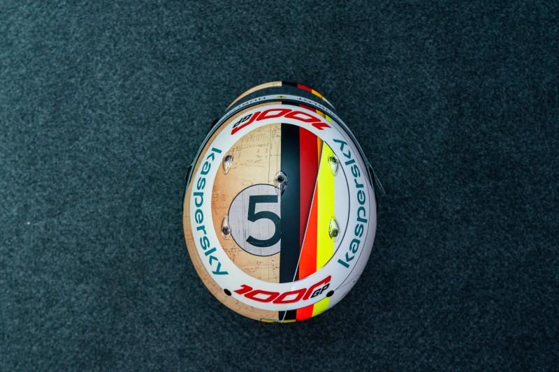 20055-tuscan-gp-vettel-helmet
