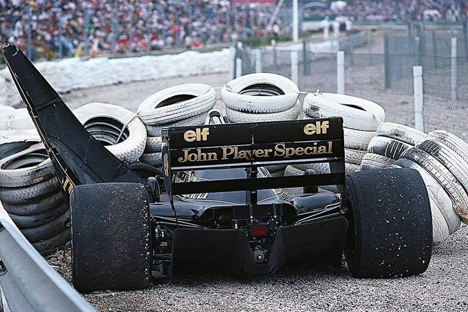 Lotus 98T-Renault<