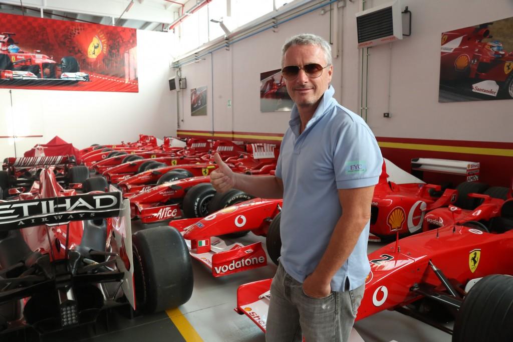 Eddie Irvine, in una recente visita a Maranello (2014)