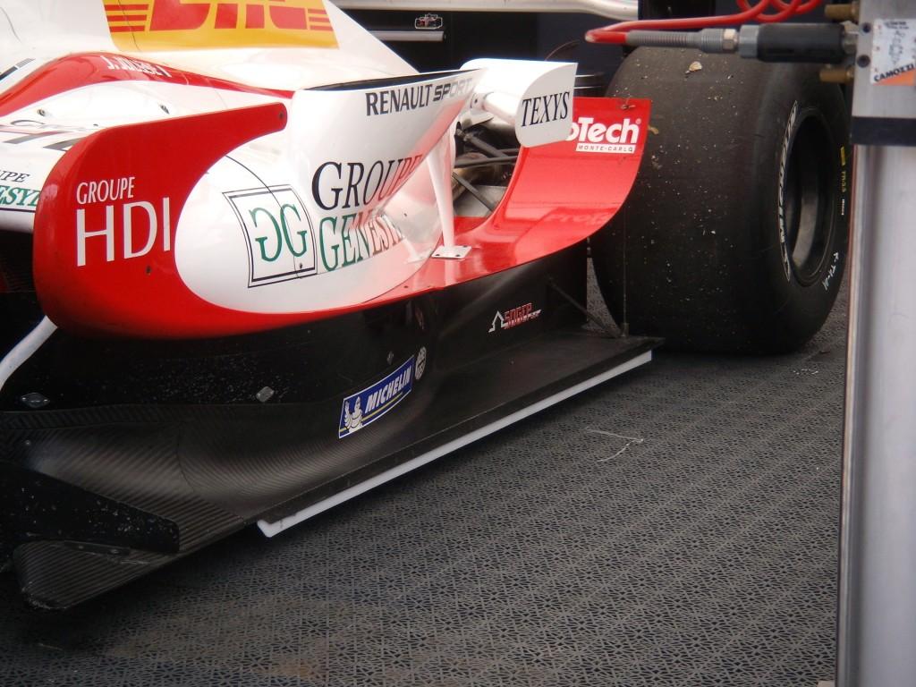 FOTO A wing car