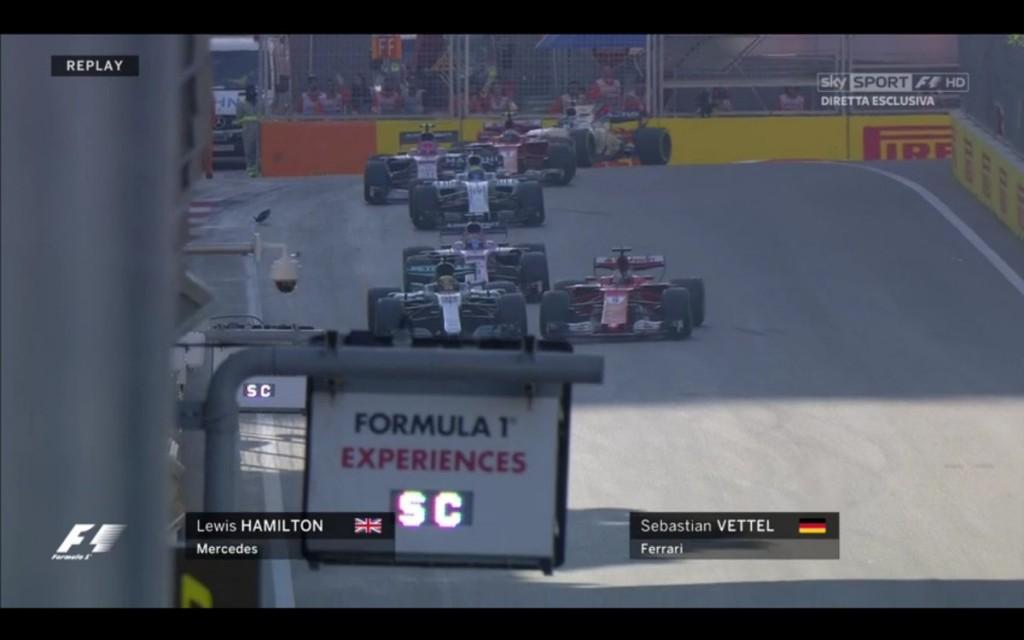 """Il contatto tra Vettel e Hamilton, punito dai commissari con 10"""" di penalità al Ferrarista"""