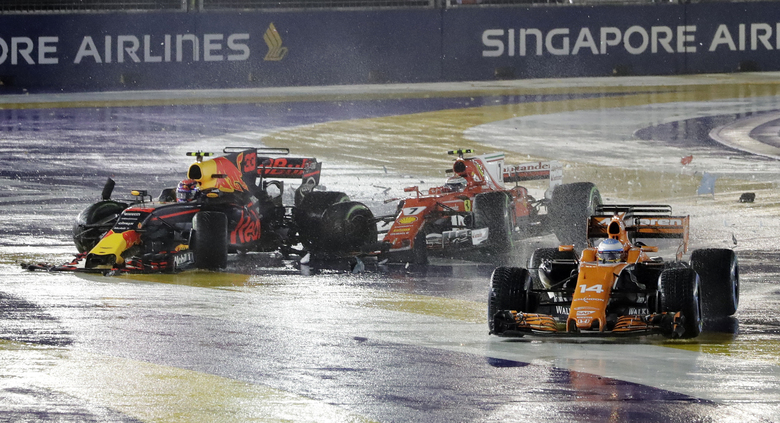 Alonso_crash_Singapore_F1_2017